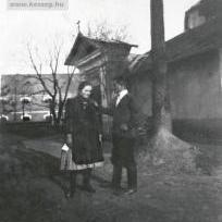 Templom külső - Kert , háttérben a magtár épülete 1940 körül